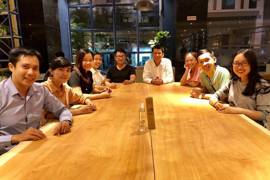 Nguyễn Tôn Quốc Tín cùng những người bạn giỏi giang.