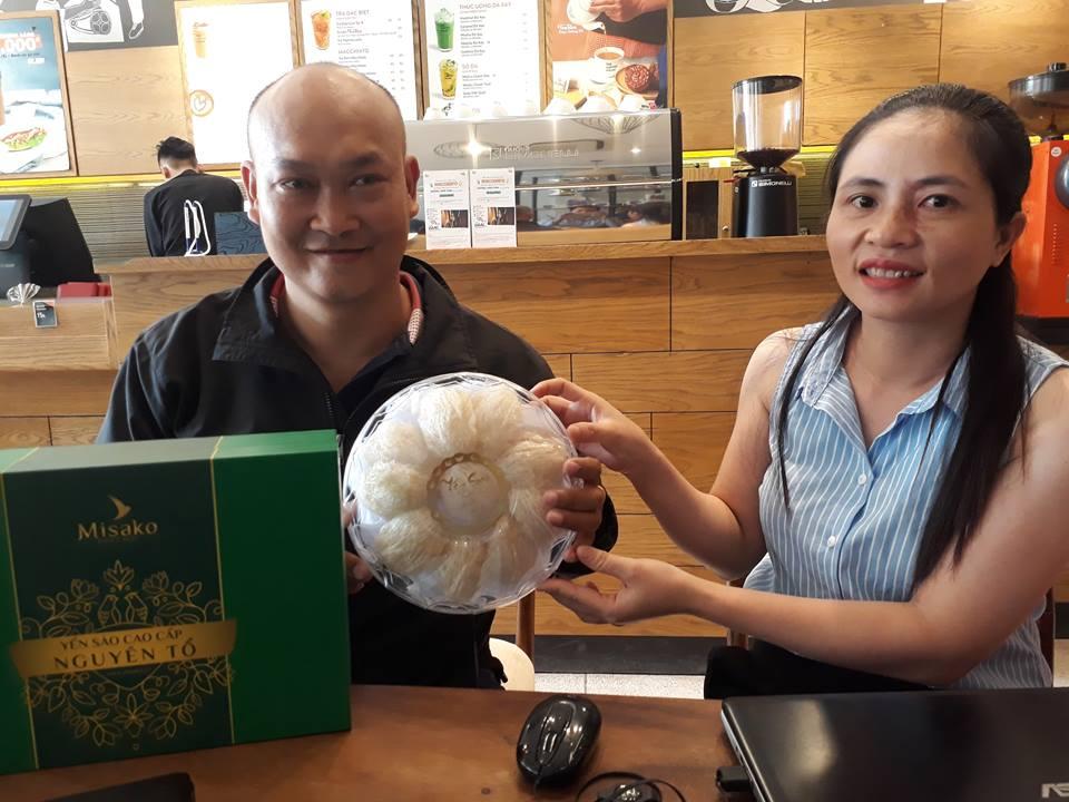 Chị Thái Thị Thọ cùng Khách Hàng