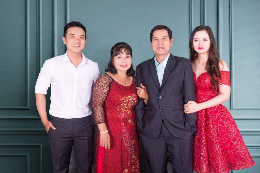 Chị Hoàng Thị Thanh Ngân và gia đình