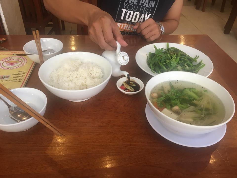 Ăn cơm cùng Nguyễn Văn Thuận