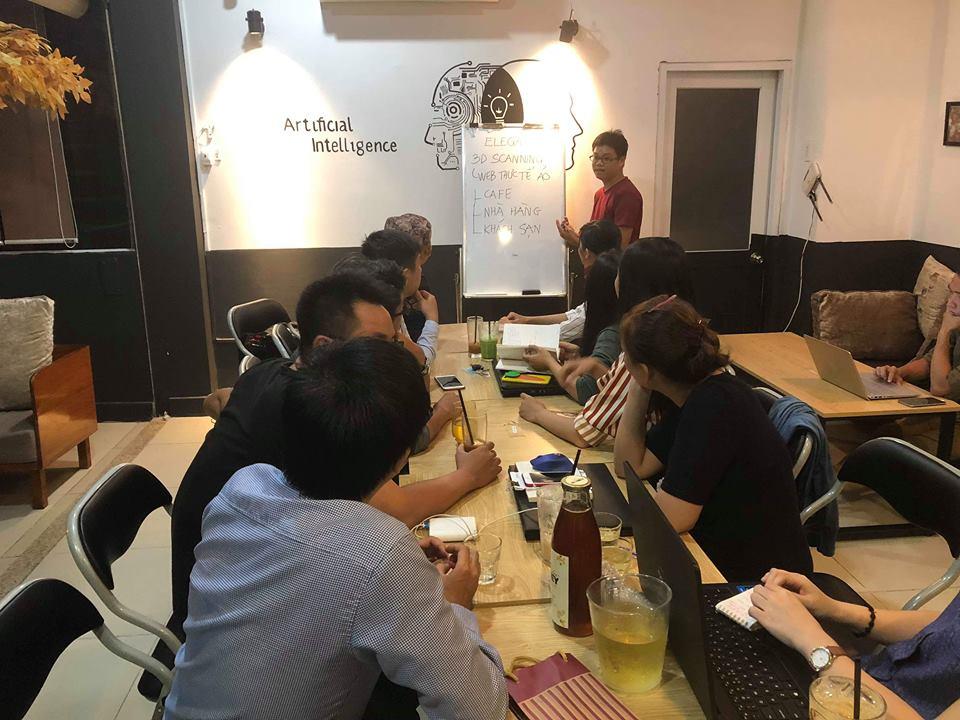 Anh Phạm Hữu Hiền chia sẻ kiến thức về website cho mọi người.