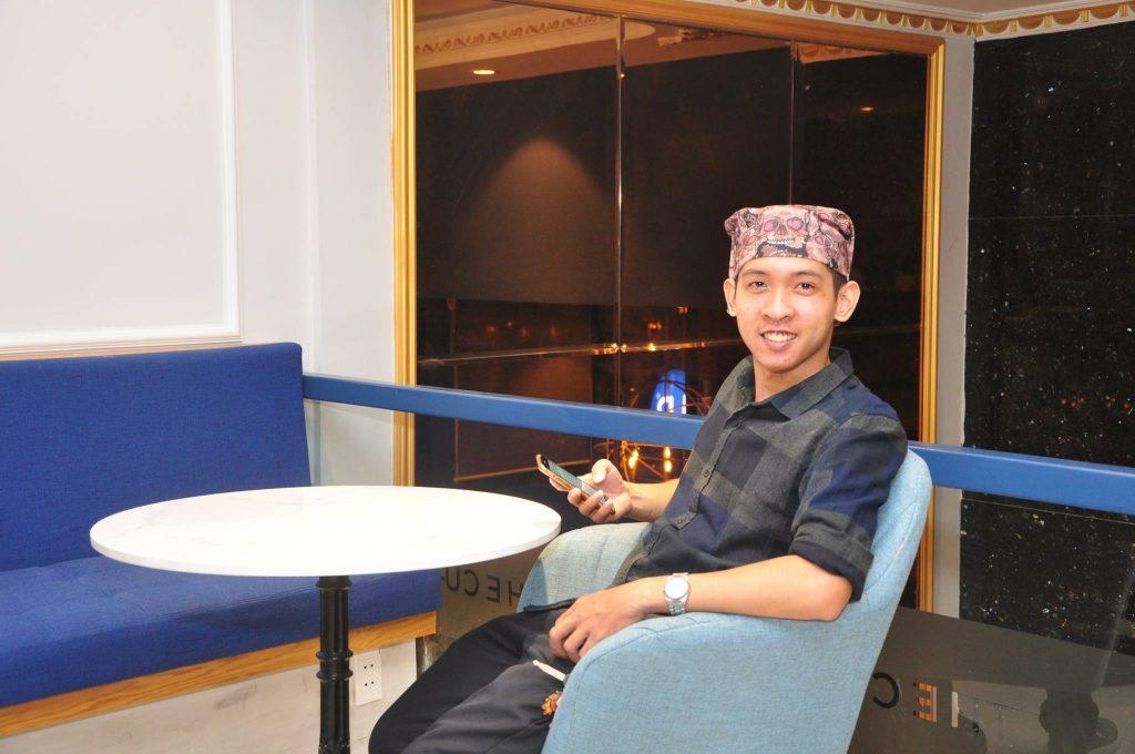 Nguyễn Tôn Quốc Tín tại The Cup Cafe