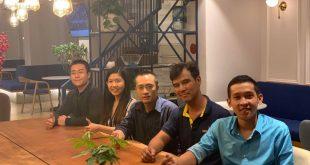 Nguyễn Tôn Quốc Tín cùng các anh chị doanh nhân