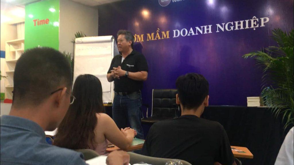 anh Nguyễn Hải Nam chủ tịch hiệp hội doanh nhân người Việt tại Pháp.