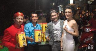 Nguyễn Tôn Quốc Tín cùng MC Lê Đức, ca sĩ Lâm Hàn Phong và chị Đặng Diễm Thúy.