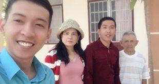 Nguyễn Tôn Quốc Tín cùng gia đình tết 2019.