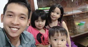 Nguyễn Tôn Quốc Tín cùng các em họ trong nhà