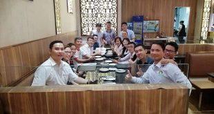 Nguyễn Tôn Quốc Tín đi ăn cùng Thầy Nguyễn Thái Duy và các anh chị doanh nhân.