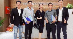 Nguyễn Tôn Quốc Tín cùng các anh chị doanh nhân tại trung tâm xúc tiến thương mai TP.HCM.