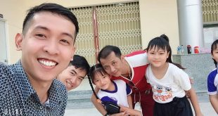 Nguyễn Tôn Quốc Tín cùng các em nhỏ ở An Giang