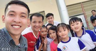 Nguyễn Tôn Quốc Tín, Nguyễn Văn Thuận, MC Lê Đức cùng các em nhỏ tỉnh An Giang
