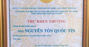 Nguyễn Tôn Quốc Tín nhận thư khen thưởng của Trung Ương Hội Giáo Dục Chăm Sóc Sức Khỏe Cộng Đồng Việt Nam tại Tp HCM