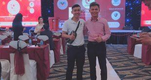 Nguyễn Tôn Quốc Tín cùng Thầy Nguyễn Thái Duy tại hội thảo công nghệ BlockChain